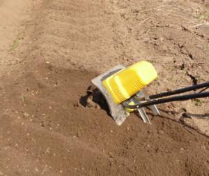 обработка почвы электрокультиватором