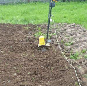 обработка земли электрокультиватором